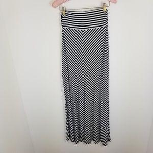 Merona maxi skirt S/M lines